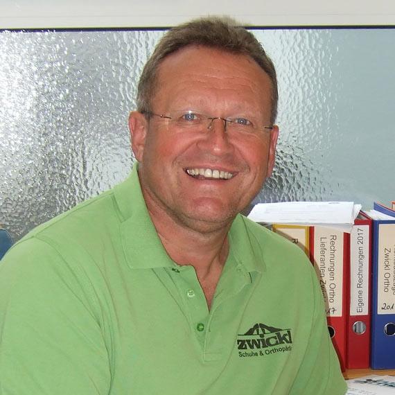 Robert Zwickl im Schuhhaus in Bogen