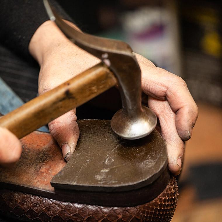 Reparatur von Schuhen in Bogen